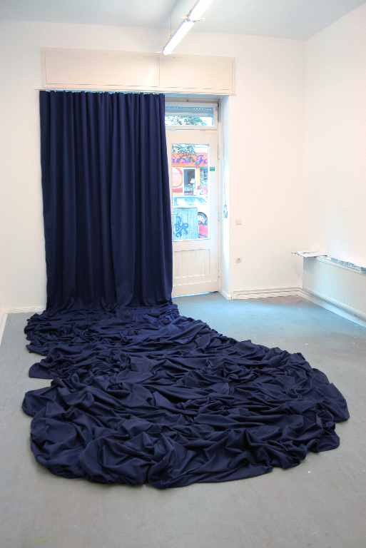 Dagmar Heppner, <i>Untitled (Stoff)</i>, 2009, 15 meters of fabric, 1500 x 120 cm